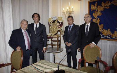 Entrega del XIV Trofeo Vestido de Luces Rioja y Oro al diestro David Mora