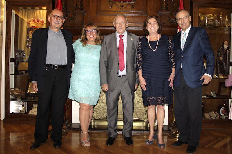 José Mª Varo Capote, galardonado con el Escudo del Centro Riojano, junto su esposa Concha García Cruz celebraron su 15 aniversario en el CRM.