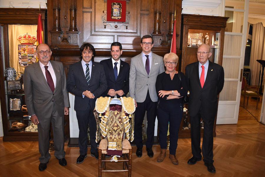 ENTREGA DEL TROFEO XVII VESTIDO DE LUCES RIOJA Y ORO CENTRO RIOJANO DE MADRID